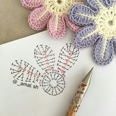 sh have a nice day my friends 💕💕 This Pin was discovered by Ayn Crochet Bedspread Patterns Part 15 - Beautiful Crochet Patterns and Knitting Patterns Crochet Flower - Chart ❥ hi Florzinha linda Via Marque-pages Au Crochet, Beau Crochet, Crochet Amigurumi, Crochet Motifs, Crochet Diagram, Crochet Chart, Love Crochet, Beautiful Crochet, Irish Crochet