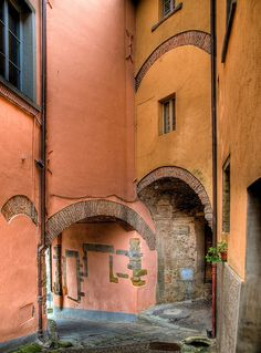 Alleyways in the hilltop village of Monterchi, Toscana, by Anguskirk
