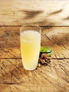 Apfel-Gewürz-Limonade | http://eatsmarter.de/rezepte/apfel-gewuerz-limonade