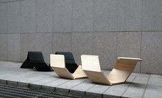 "he ""Screw it"" is made of two modules which appearances are correctly same. Each module has twelve pieces of wood. There are 'hardwood joints' to bear the weight between pieces. Two modules can be combined into one so that people can sit in various ways. Maximum four people can sit on the chair at the same time. This chair has a possibility to be used for public spaces, office lobbies and so forth."