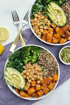 Sweet Potato Chickpea Buddha Bowl (GF & Vegan) : This sweet potato buddha bowl is an easy and delicious way to pack a lot of nutrition, flavor, and antioxidants into one bowl. Best Vegetarian Recipes, Whole Food Recipes, Healthy Recipes, Snacks Recipes, Buddha Bowl Vegan, Clean Recipes, Cooking Recipes, Plats Healthy, Healthy Snacks