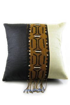 Kuba cloth is traditional to the Ba Kuba people of the Democratic Republic of the Congo. Carefully woven from palm fibers, kuba cloth is often applied in beautiful geometric motifs and used for everything from skirts to mats. Diy Pillows, Decorative Pillows, Throw Pillows, Shibori, African Home Decor, Textiles, African Mud Cloth, Scatter Cushions, African Design
