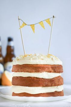 Marian pieni leipomo: Hoegaarden kakku sitruuna-valkosuklaatäytteellä Vanilla Cake, Baking, Desserts, Foods, Cakes, Food Food, Postres, Food Items, Patisserie