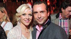 Hat sie ihren Maxi für ihn verlassen? Andrea Arland mit Immobilien-Manager Falk Raudies in München. Klick: Trennungen 2015