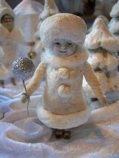 kleine Wattefigur Winterkind mt Porzellankopf u Körper in Schneelandschaft spun cotton ornament Wintergirl in the snow by Gerti Stapel