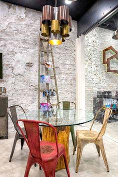 Mobilier et décoration pour agence immobilière.