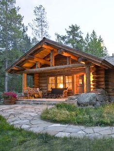 Wooden House Design, Log Home Interiors, Log Home Designs, Small Cabin Designs, Cabin In The Woods, Log Cabin Homes, Log Cabins, Mountain Cabins, Rustic Cabins