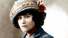 L'écrivain Colette (Sidonie Gabrielle Colette, 1873-1954), après avoir coupé ses cheveux en 1902.