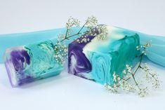Really pretty soap Green Soap, Soap Tutorial, Soap Maker, Bath Soap, Soap Packaging, Cold Process Soap, Soap Recipes, Home Made Soap, Handmade Soaps