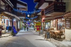 Evening in the heart of Valmorel ski village, Savoie, French Alps. Alpine Ski Resort, French Ski Resorts, French Alps, Skiing, Beautiful Places, Places To Visit, Street View, Snow, Heart
