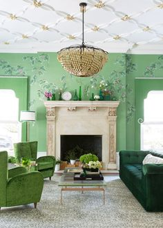 From bold colors to artisanal decor, and one-of-a-kind home design accessories, read on for great tips on creating a bold living room design! Bold Living Room, Living Room Green, Green Rooms, Living Spaces, Luxury Interior Design, Home Interior, Decoration Inspiration, Room Inspiration, Cool House Designs