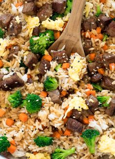 dinner recipes for family main dishes Easy Beef Fried Rice. Loaded with beef, carrots and broccoli! Ready in under 30 minutes! Healthy Dishes, Healthy Eating Tips, Food Dishes, Main Dishes, Rice Dishes, Beef Fried Rice, Beef Recipes, Cooking Recipes, Rice Recipes