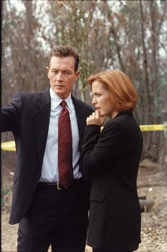 John Doggett (Robert Patrick) & Dana Scully (Gillian Anderson) - The X-Files The X Files, John Doggett, Red Hair Day, Chris Carter, Dana Scully, David Duchovny, Gillian Anderson, Women In History, Army History
