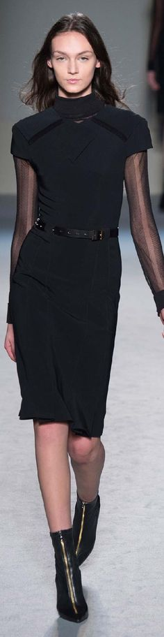Fall 2015 Ready-to-Wear Roland Mouret.        C
