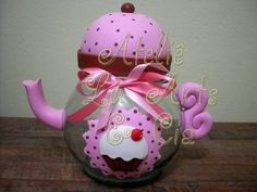 Bomboniere Bule Cupcake | Ateliê  Would be a cute jar for a little girls hair clips, done in clay
