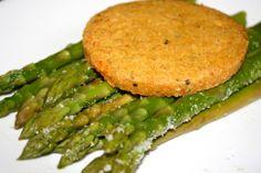 Asparagus & QRUNCH quinoa burger.