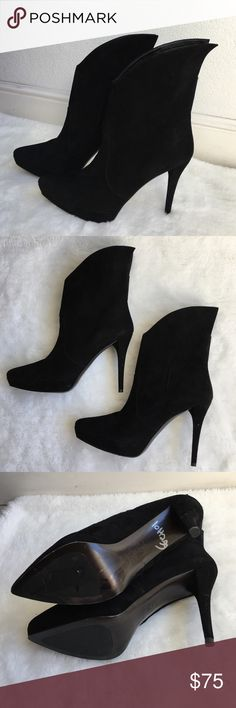 """Stuart Weitzman Black Ankle Suede Boots 39 1/2 New without tags or box Stuart Weitzman Black Ankle Suede Boots 39 1/2. Soles have pen markings. Heel is 5"""" inches. Very elegant! Please look at pictures for better reference. Happy shopping!! Stuart Weitzman Shoes Ankle Boots & Booties"""