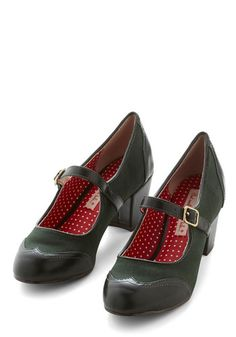 Pining for Poetry Heel. Jonesing for style with a lyrical touch? Oxford Shoes Heels, Pumps Heels, Crazy Shoes, Me Too Shoes, 1940s Shoes, Vintage Heels, Retro Vintage, Vintage Inspired Shoes, Wide Shoes