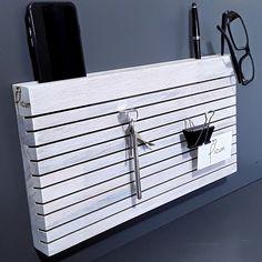 Weiss lassierter Ordnungshüter.... Organizer, Winter, Table Desk, Writing, Shelf, Deco, Winter Time, Winter Fashion