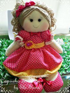 Boneca Decorativa, corpinho em algodão, enchimento com fibra siliconada, vestido em tricoline com detalhes em bico, fita e botão R$ 50,00