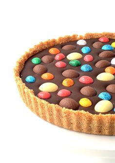 No bake Easter Egg Chocolate Ganache Tart | via sweetestmenu.com