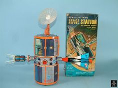Space Capsules - SPACE REFUEL STATION - WACO - JAPAN - ALPHADROME ROBOT AND SPACE TOY DATABASE