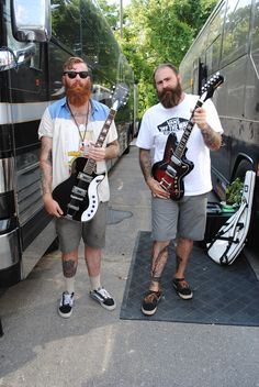 Alan Day and Dan O'Conner of Four Year Strong #alanday #danoconner #fouryearstrong #silvertoneguitar #silvertoneclassic #jupiter #1478