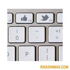 A más de uno le gustaría tener este teclado para el #socialmedia. ¡Nos ahorraría mucho tiempo!