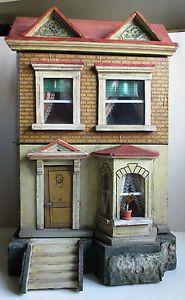 Kleines Puppenhaus, Gottschalk (?), komplett original, um 1890 Antique Dollhouse, Dollhouse Dolls, Dollhouse Miniatures, Dolls House Shop, Barbie Doll House, Doll Houses, Miniature Houses, Mini Houses, Old Dolls