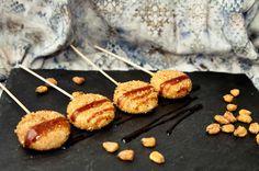 Piruletas de Mini Babybel y kikos Babybel, Catering Food, Catering Display, Catering Ideas, Veggie Tray, Happy Foods, Appetisers, Fall Recipes, Kids Meals