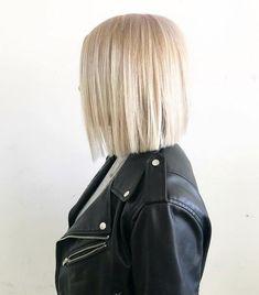 Meaningful Small Tattoos for Women - Moon Magazine Hair Day, New Hair, Medium Hair Styles, Short Hair Styles, Blunt Hair, Blonde Blunt Bob, Great Hair, Balayage Hair, Bob Hairstyles