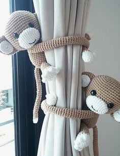 Een originele en leuke manier om de gordijnen in de babykamer vast te zetten.