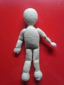 Corpo umano di base con tecnica amigurumi. Misura finale 12 cm circa. Clicca per lo schema!