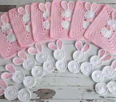 No automatic alternative text. Crochet Afghans, Crochet Squares, Crochet Motif, Crochet Lace, Crotchet Patterns, Crochet Blanket Patterns, Baby Blanket Crochet, Baby Knitting Patterns, Crochet Stone