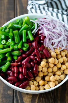 This three bean salad is a blend of kidney beans, green beans and garbanzo beans, all tossed in a sweet and sour dressing. A classic salad recipe! 3 Bean Salad, Three Bean Salad, Green Bean Salads, Bean Salad Recipes, Healthy Recipes, Garbanzo Bean Recipes, Celery Recipes, Seasoned Rice Recipes, Vegan Easy
