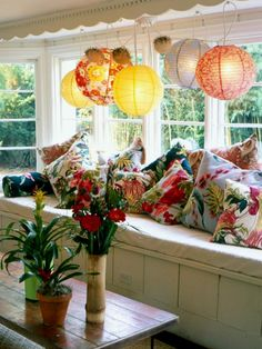 window seat, pillows with bark patterned fabric Photo: Celia Pearson #interiors #homes #lighting