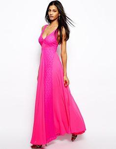 Vestido largo con aplicación de encaje de ASOS, 90€