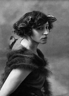 Colette - French novelist / Nobel Prize in Literature Nobel Prize In Literature, Writers And Poets, Book Writer, Portraits, Interesting Faces, Amazing Women, Famous People, Muse, Portrait Photography