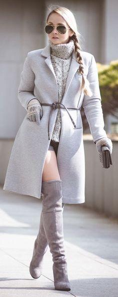 Cùng phối boot ngang đùi với trang phục thu đông