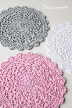 Crochet Placemat No Pattern Lace Doilies, Crochet Doilies, Crochet Lace, Doily Patterns, Knitting Patterns Free, Hand Knitting, Crochet Circles, Crochet Mandala, Pink Placemats