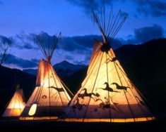 native american indian tipi Light in Middle? Native American Teepee, Native American Tribes, Native American History, American Indians, Native Indian, Native Art, Indian Art, Blackfoot Indian, Tenda Camping