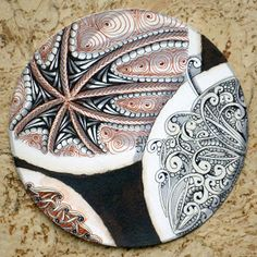 In the round by Maria Thomas, Zentangle cofounder.