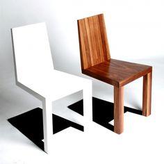 倒れそうな椅子