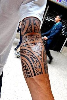 maori tattoos am oberarm welche bedeutung haben die polynesische zeichen tatoo pinterest. Black Bedroom Furniture Sets. Home Design Ideas