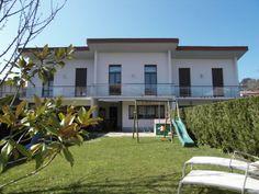 fachada y jardin de villa en venta en Hondarribia