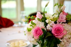 Flower centerpiece at Forsgate Country Club #forsgatecc #weddings #weddingcenterpiece