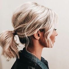 Short hair pony tail hairstyle / blonde low pony hairstyle