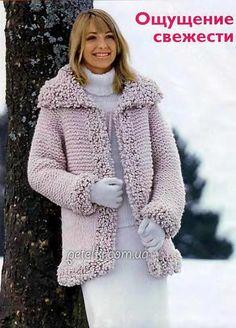 Пальто спицами с планками из фасонной пряжи. Описание вязания