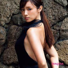 深田恭子に急接近! スレンダーボディと色気のヒミツ | MAQUIA ONLINE(マキアオンライン)