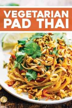Rainbow Vegetarian Pad Thai with a simple five ingredient Pad Thai sauce - adaptable to any veggies you have on hand! So easy and delicious! Vegetarian Pad Thai, Easy Vegetarian Pasta Recipes, Vegetarian Dishes Healthy, Healthy Pad Thai, Easy Pad Thai, Tofu Pad Thai, Pad Thai Noodles, Vegan Pad Thai, Healthy Chinese